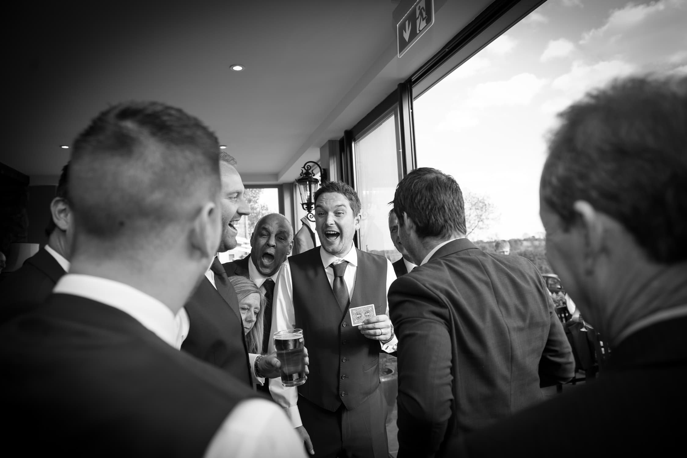 wedding magician, laughter, wedding day