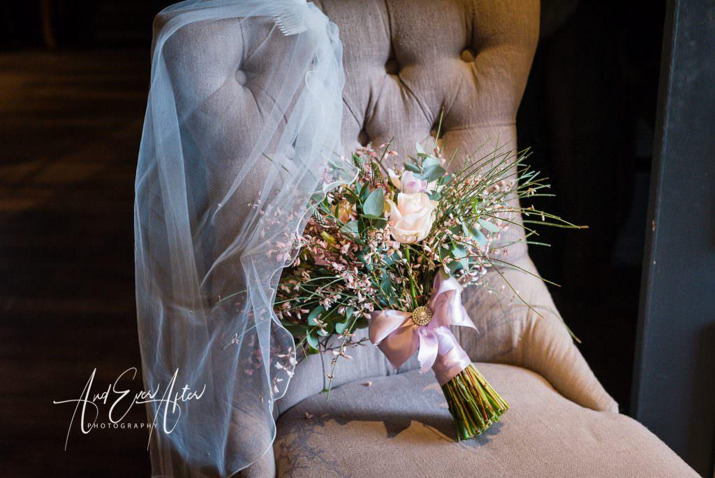 bridal bouquet at le petit chateau