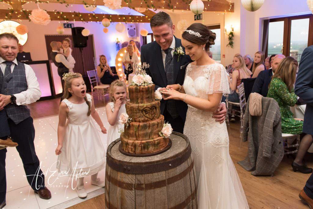 bride and groom cutting the cake Thief hall wedding photographer
