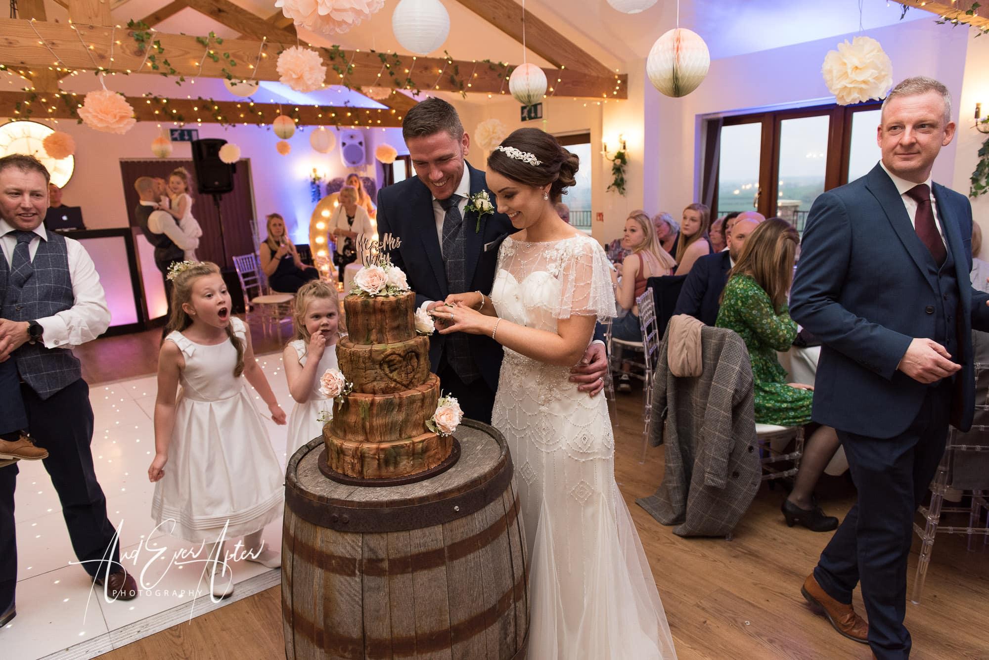 bride, groom, wedding day, love, cake cutting, wedding cake
